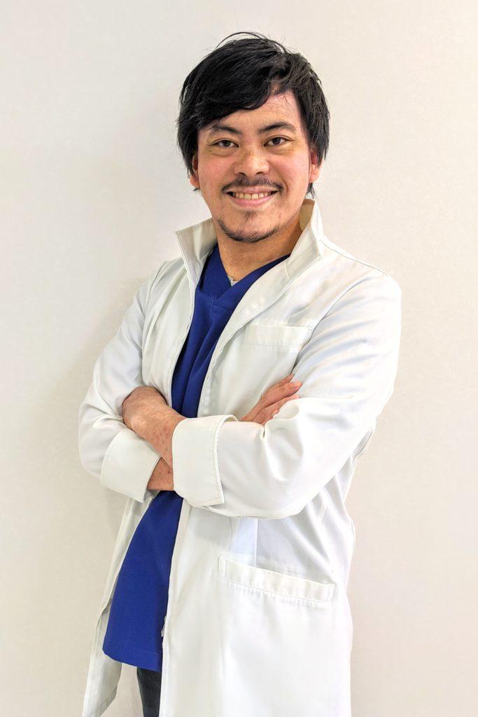 歯科医師/医局長/松隈 信之輔