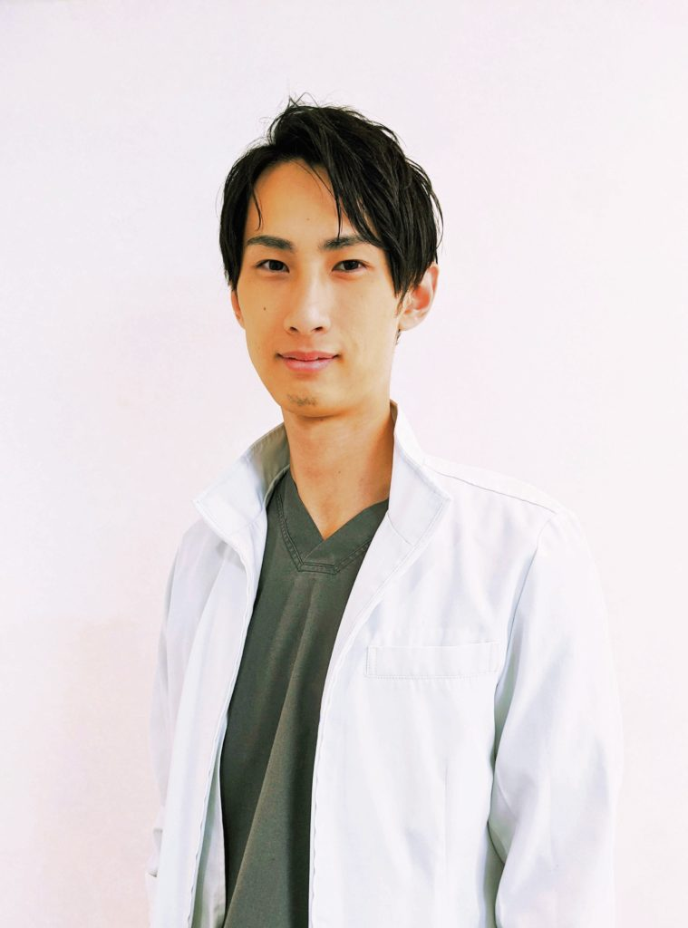歯科医師/外科部長/尾木 佳斗